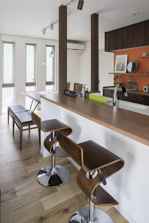 オレンジのキッチンの家 カウンター