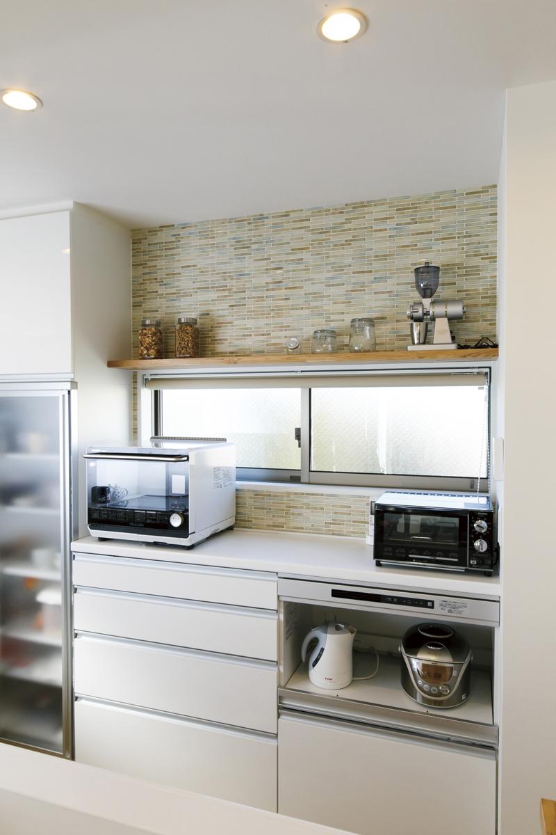 音楽を聴きながら 料理ができる家 造作棚
