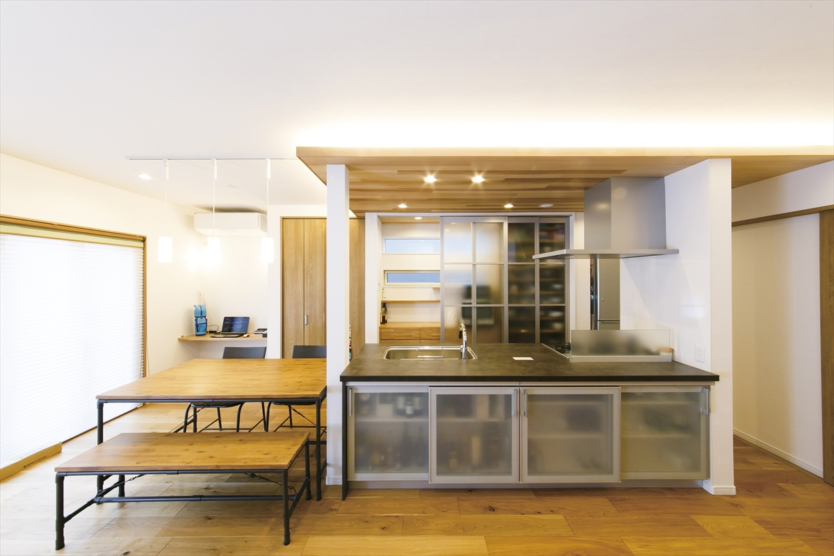 ビルトインガレージの家 キッチン