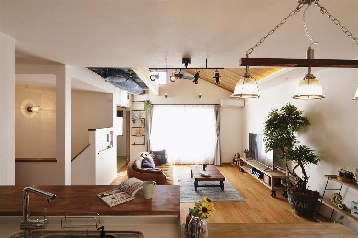 アウトドアスタイルの家 キッチンからの眺め