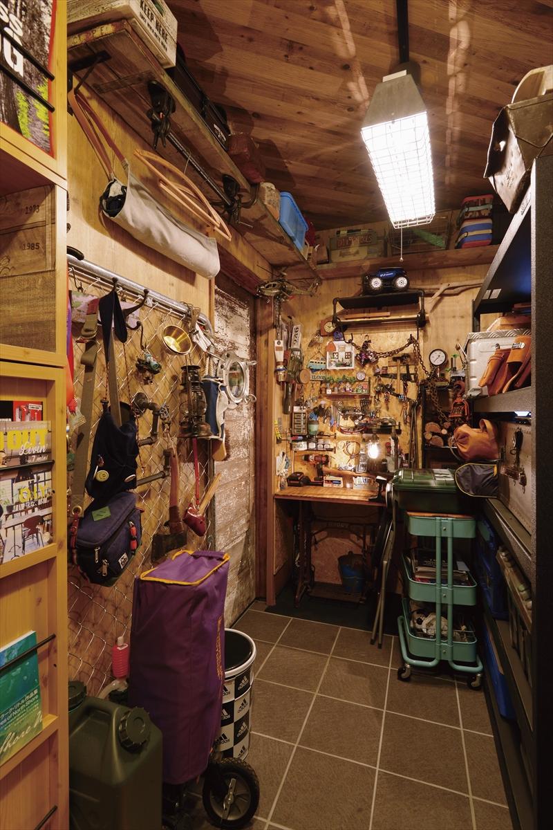 アウトドアスタイルの家 趣味の部屋