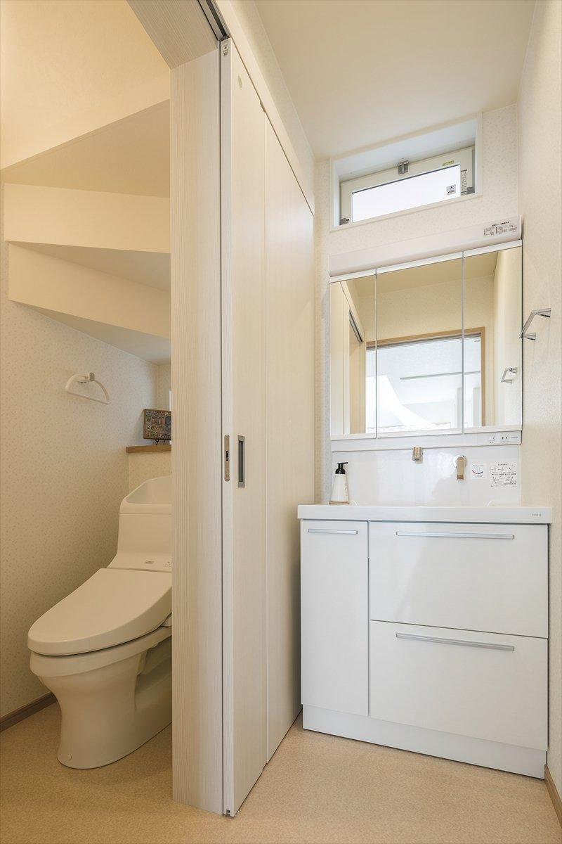 丸窓の家 トイレ